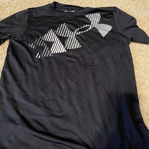 Under Armour Youth XL athletic shirt